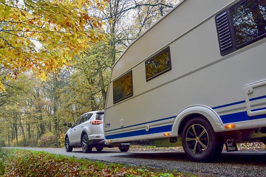 trekkracht van elke auto met caravan. Black Bedroom Furniture Sets. Home Design Ideas